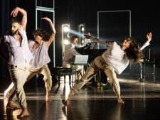 Dansers LeineRoebana stoken boel lekker op in Chassé Theater