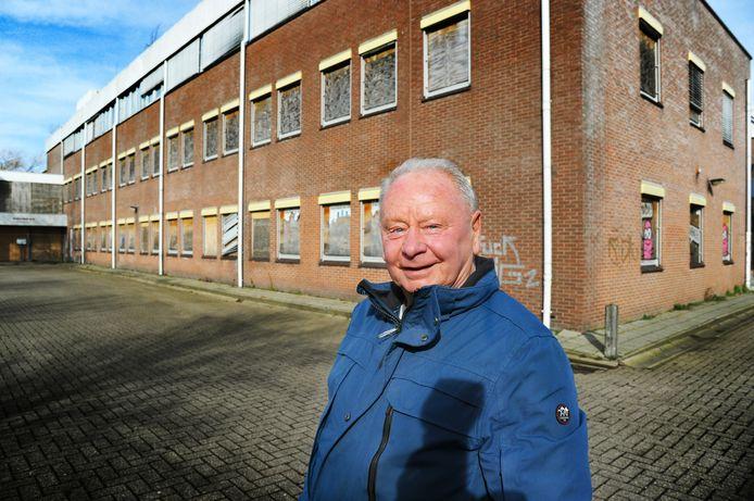 """Rob Bastian, voorzitter van het wijkteam Dauwendaele voor het leegstaande kantorenpand Goudend. ,,Dit is ons echt een doorn in het oog."""""""