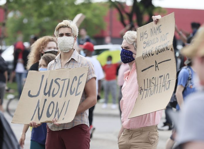 Demonstranten in Minneapolis na de dood van George Floyd.