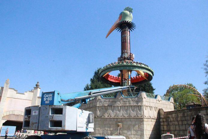 Door een technisch defect bleef de attractie op vier meter boven het opstapplatform hangen.