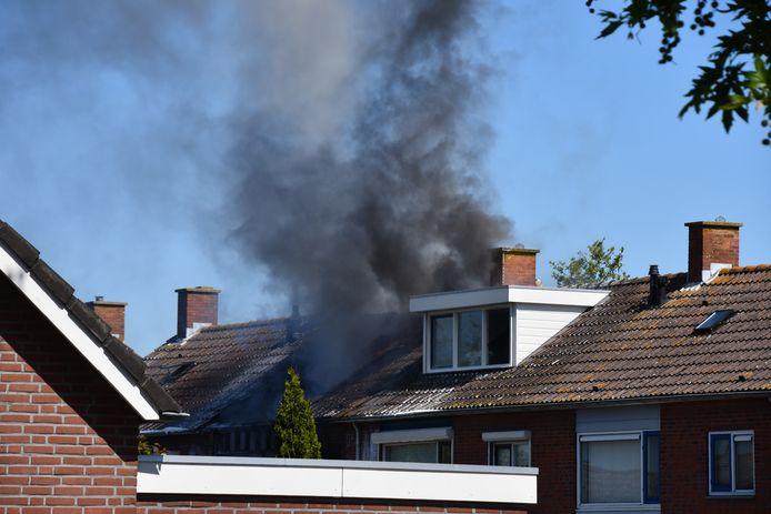 Brand in een woning in de President Kennedystraat in Sint-Maartensdijk.