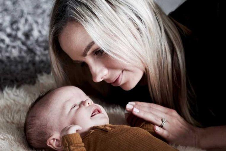 Olivia Hewetson met baby Leo