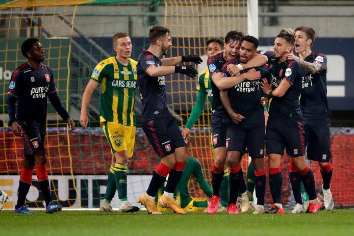 De ontlading bij de spelers van FC Twente na de 3-2 van Danilo.