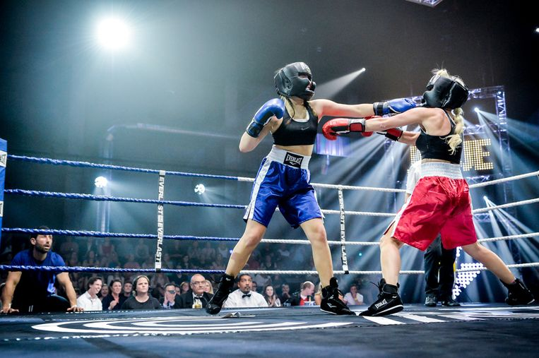 Josje Huisman tegen Olga Leyers in 'Boxing Stars' Beeld Boxing Stars