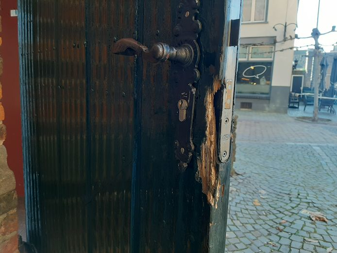 De deur naar de stiltekapel van de Martinikerk in Doesburg is opengebroken.