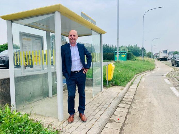 Vlaams volksvertegenwoordiger Kurt De Loor maakt zich zorgen over het groot aantal bushaltes dat verdwijnt in vervoersregio Vlaamse Ardennen.