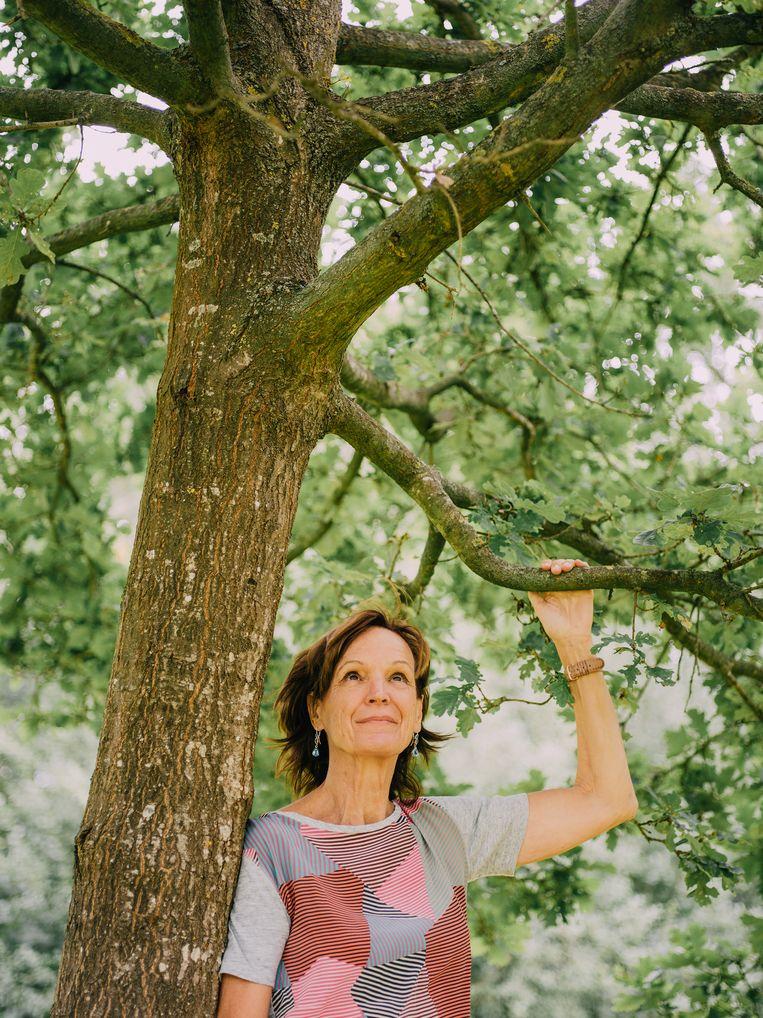 Hilde De Decker werkt aan een nieuwe app, Soka, gericht op het welzijn van oudere medemensen. 'Pensioen, ik vind dat een vies woord. Het impliceert stilstand en inactiviteit.'  Beeld Kevin Faingnaert