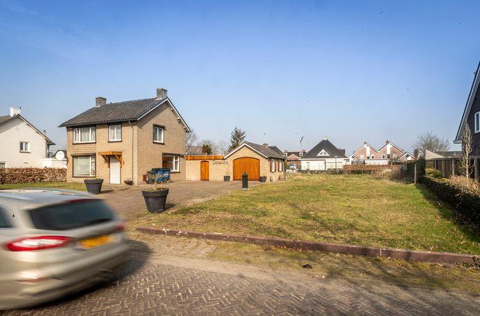 Voor Vogelsberg 12 en het terrein ernaast is een bouwplan gemaakt. De achterburen hebben hier bezwaar tegen.