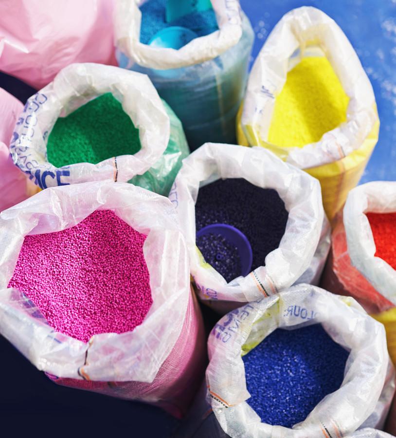 De vraag naar grondstof voor plastics is enorm.