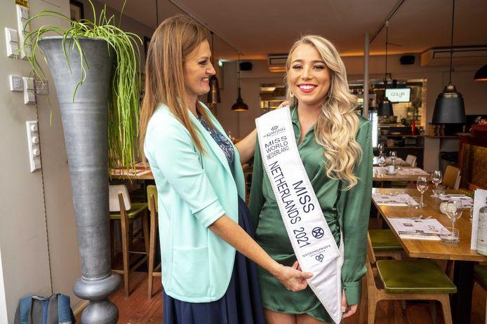 Lizzie Dube durante la conferenza stampa di Miss Mondo nei Paesi Bassi sul nuovo candidato.