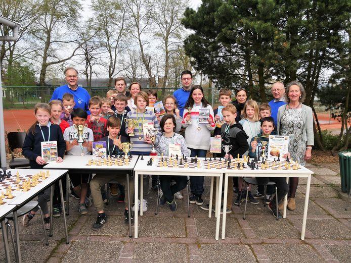De jonge schakers van het paastornooi van Karpov.