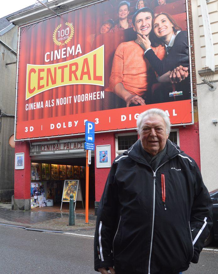 Paul Raes voor zijn Cinema Central in Ninove, die 101 jaar oud is.