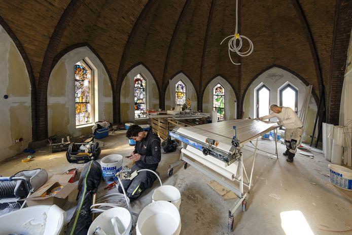 In de oude Boschwegse kerk in Schijndel wordt nog volop gewerkt.
