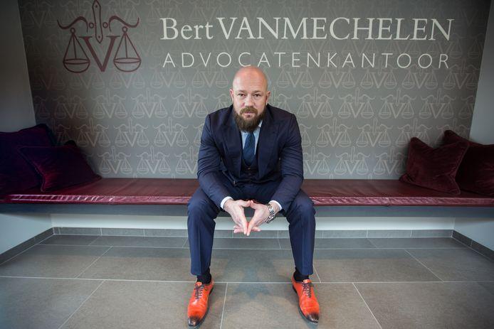 Advocaat Bert Vanmechelen vertegenwoordigt één van de groenarbeiders Sint-Truiden