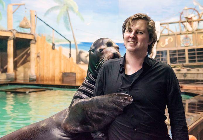 General Manager Alex Tiebot van Dolfinarium Harderwijk gaat een zwaar jaar tegemoet waarin het wel eens erop of eronder kan worden voor het zeezoogdierenpark.