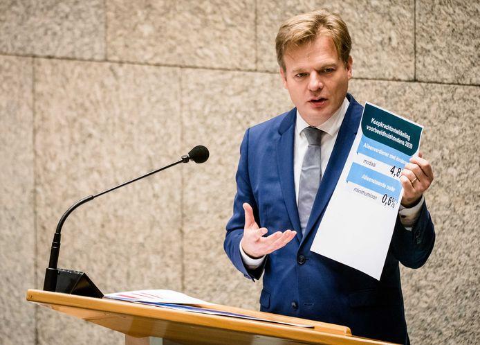 Pieter Omtzigt (CDA) geeft uitleg over koopkracht ontwikkeling in de Tweede Kamer.