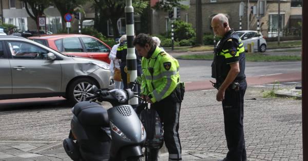 Jongen op scooter aangereden door automobilist in Oss.