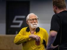 Scheidsrechter Henk (80) uit Deventer fluit in 63 jaar 9000 wedstrijden met veel plezier: 'Wie mijn wedstrijd verpest, is aan de beurt'