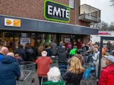 Laatste dag van supermarkt Emté in Wijchen trekt veel koopjesjagers