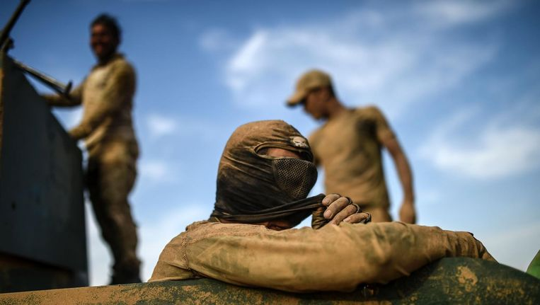 Iraakse militairen in Qayyarah, ten zuiden van Mosul. Beeld afp
