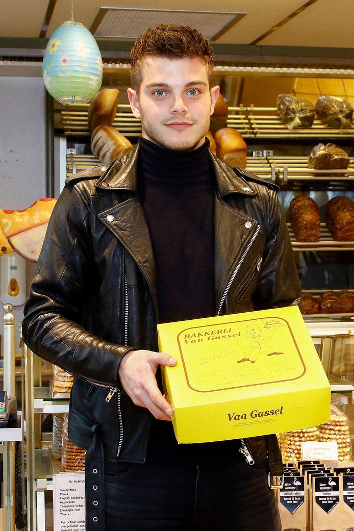 Stijn van Gassel hielp in het verleden in de bakkerij van zijn vader in Ysselsteyn. Inmiddels is de bakkerij verkocht.