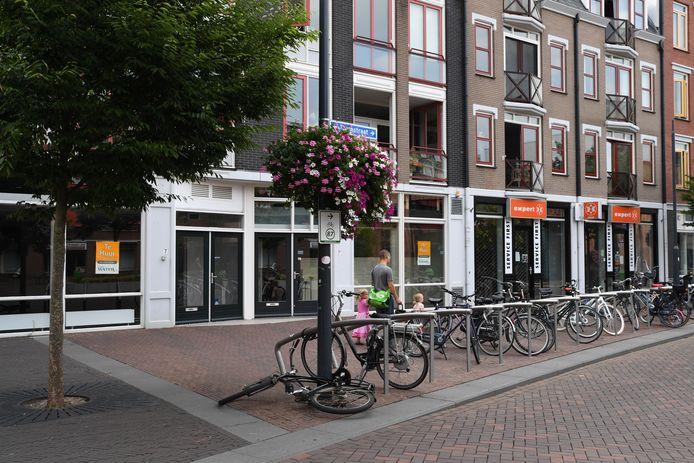 OOSTERHOUT - De winkelunits aan de Torenstraat worden verbouwd. Er komt een soort bazaar.