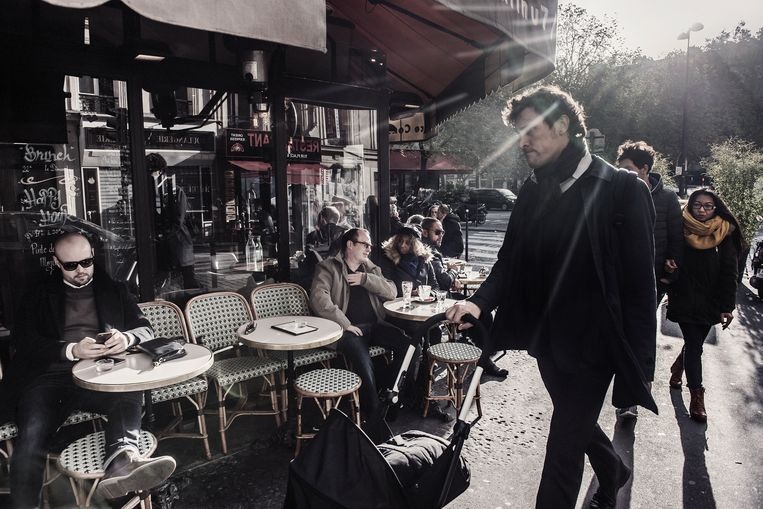 De getroffen horecazaken (zoals hier Café A La Bonne Bière) draaien weer goed, behalve dan de naburige pizzeria Casa Nostra - allicht omdat de eigenaar beelden van de bewakingscamera verkocht aan The Daily Mail. Beeld Karoly Effenberger