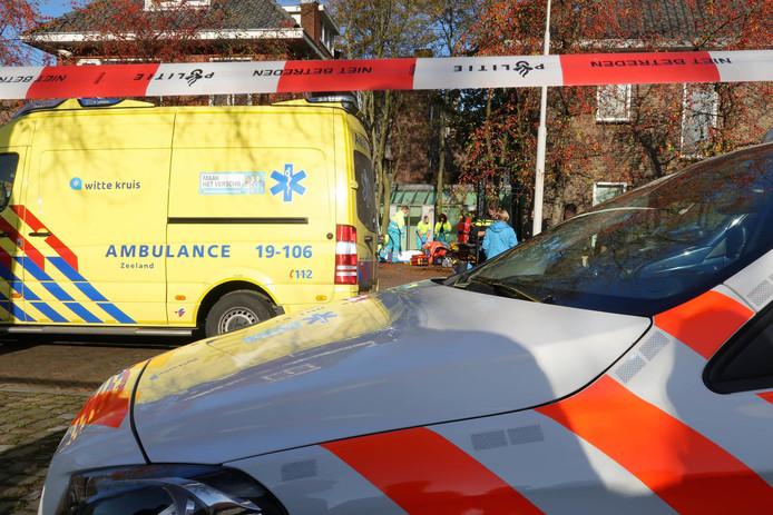Het slachtoffer is met een ambulance naar het ziekenhuis gebracht.