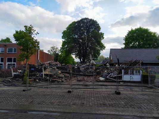 Het restaurant brandde tot de grond toe af. Naastgelegen panden konden worden gespaard.