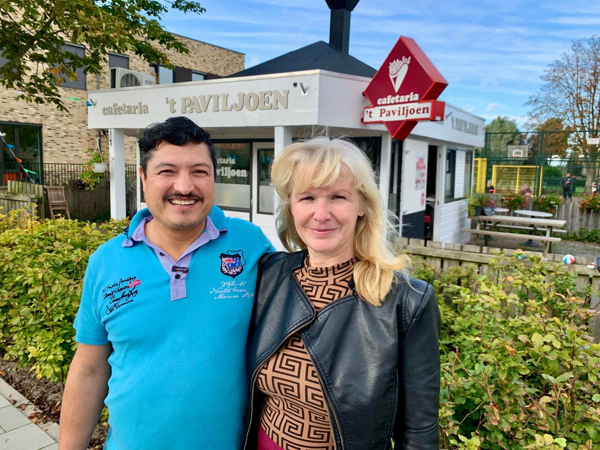 Douwe en Fabiola runnen sinds maart cafetaria 't Paviljoen in Hoogblokland. Na vijftien jaar werken in een mortuarium vond Douwe het tijd voor een nieuw avontuur.
