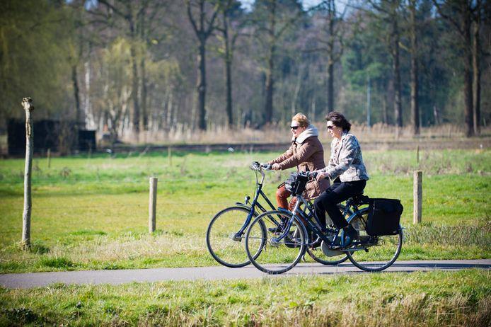 BREDA - Op de fiets naar het Markdal in Breda.