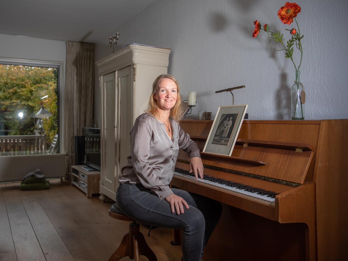 Judith Koedoot hervond zichzelf door een album te maken over haar overleden vader, oliehandelaar Mannes van Essen uit Epe (later Heerde en Dalfsen).