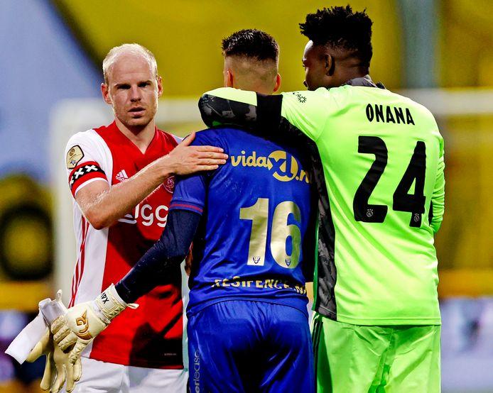 André Onana troost collega Delano van Crooij (VVV).