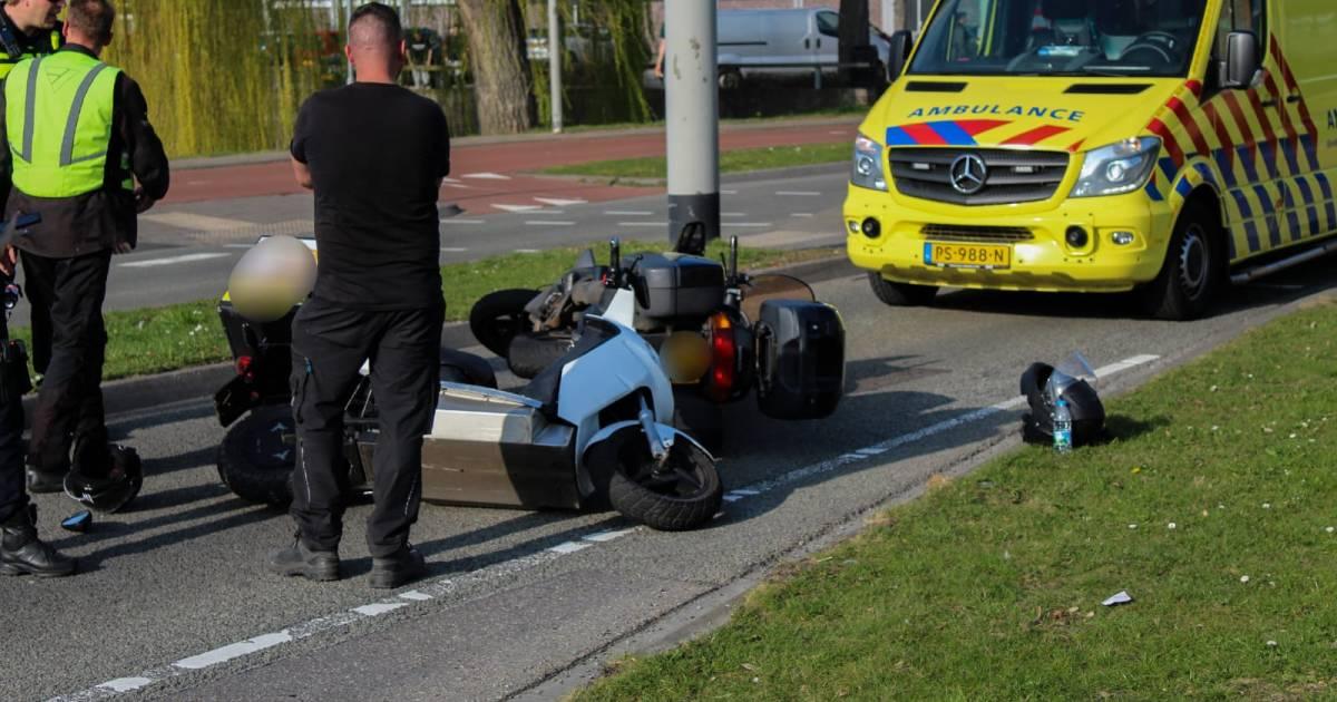 Scooterrijder gewond door botsing in Arnhem.
