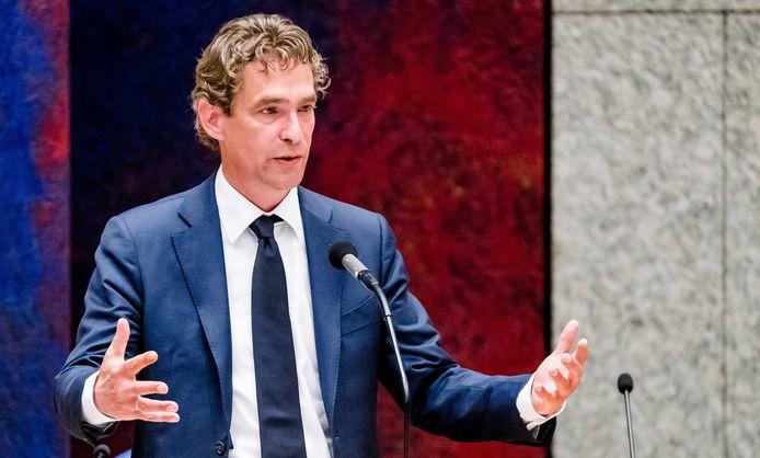 Demissionair Minister Bas van 't Wout van Economische Zaken in de Tweede Kamer tijdens het wekelijks vragenuur.
