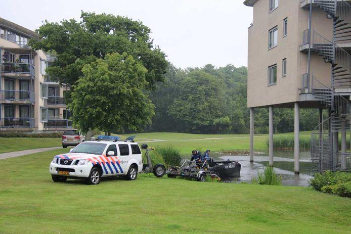 Onderzoek in Oostkapelle na de vondst van de dode vrouw, in mei 2019.