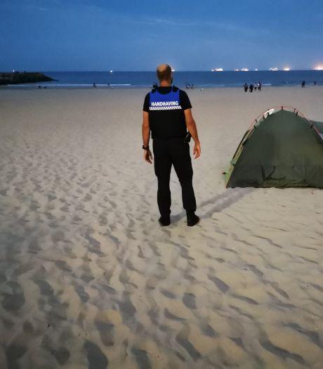 Handhavers betrappen wildkampeerders op strand en in duinen, maar beboeten is nog niet zo makkelijk