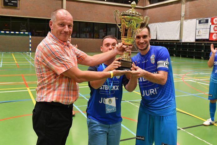 Rafael Teixeira (r.) heeft niet lang moeten wachten op nieuwe kansen in het futsal.