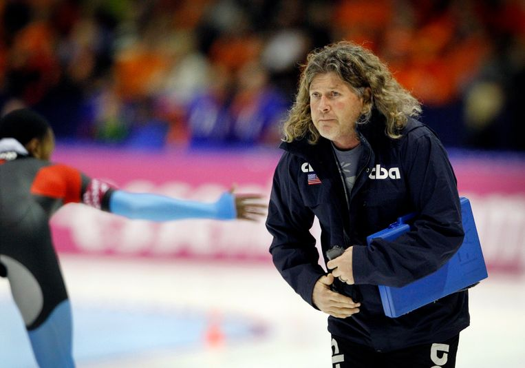 De Amerikaanse Schaatscoach Peter Mueller is teleurgesteld over de resultaten van zijn pupil, Shani Davis. Beeld Jiri Buller