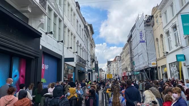Grote drukte in Gentse winkelstraten, wachtrij aan Primark zorgt voor opstopping in Langemunt
