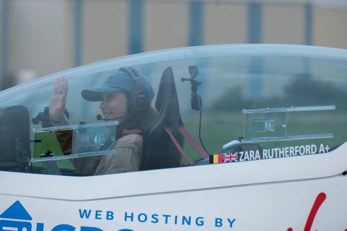 Zara Rutherford, qui a décollé ce mercredi matin, doit survoler 52 pays et parcourir 51.000 kilomètres