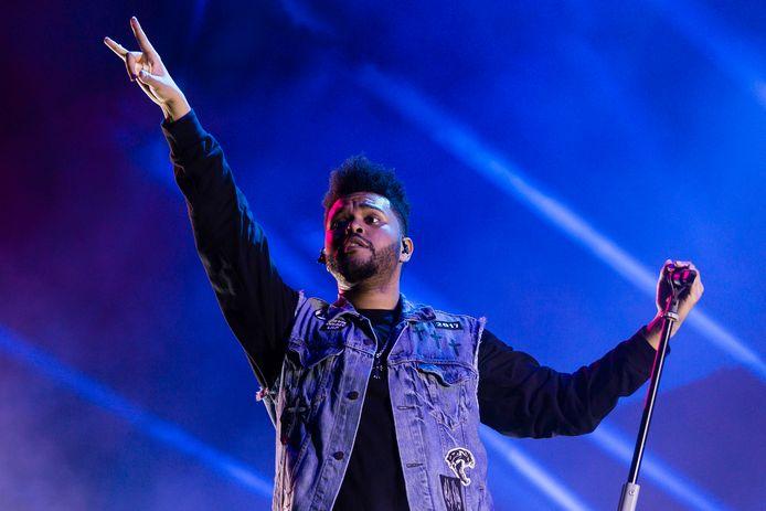 The Weeknd staat al zes weken bovenaan de Vlaamse hitlijsten met het nummer 'Blinding Lights'.