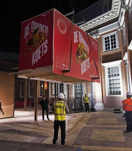 Zo zweefde de 2500 kilo zware Gouden Koets in het diepste geheim boven Amsterdam