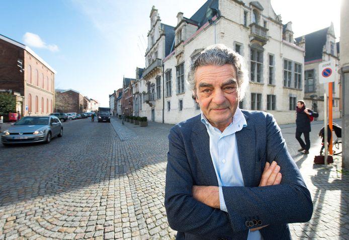 Guido Wevers, intendant van het stadsproject OP.RECHT.MECHELEN, aan het gerechtsgebouw.