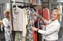 Damesboetiek Novelty in de Duivenstraat is toe aan een totale uitverkoop. Er zijn momenteel grote kortingen.