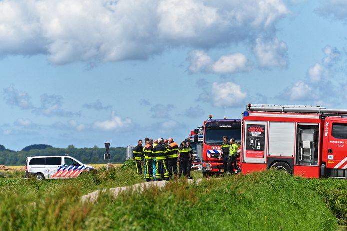 Hulpdiensten bij het vliegtuig bij Willemstad.