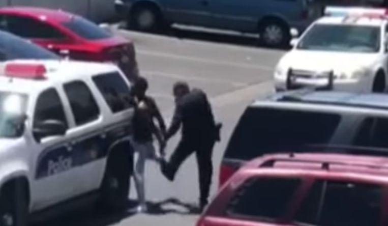 Gewelddadige arrestatie jong gezin in Phoenix