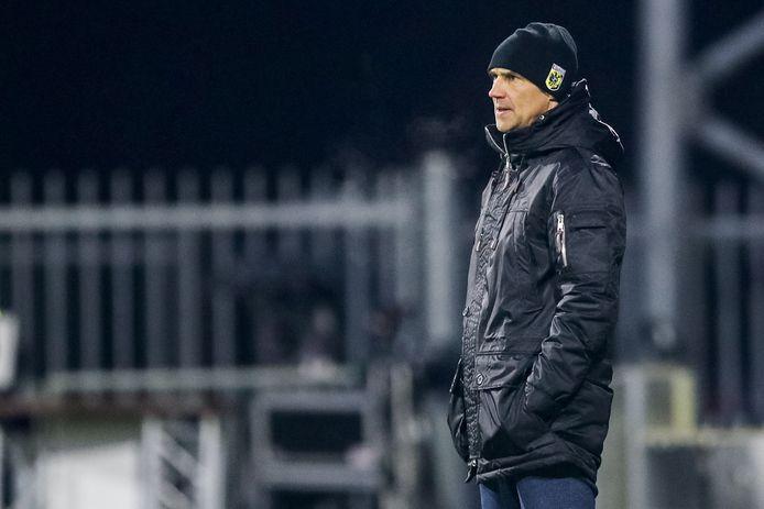 Vitesse-coach Thomas Letsch in de kou van Emmen.