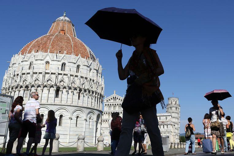 Steekt de scheve toren straks uit het water? De beroemde Piazza del Duomo in Pisa loopt komende eeuw een groot risico op beschadiging door overstroming, denken klimaatexperts.  Beeld Getty Images