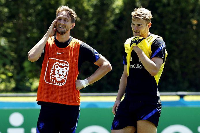 Matthijs de Ligt (r) en Luuk de Jong.